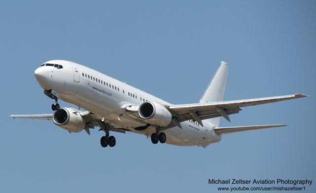 מטוס סאנדור. אל על מפעילה אותה בטיסות שכר לפראג. (צילום: מיכאל מלצר. https://sites.google.com/site/mzaviationphotography)/