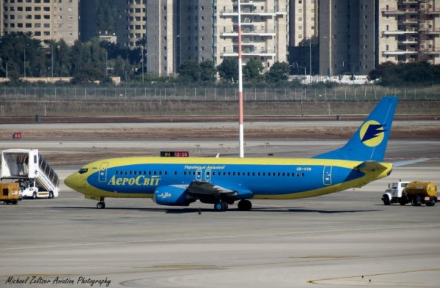 """מטוס של אירוסוויט בנתב""""ג. הנוסעים נותרו ללא טיסה וללא כסף. (צילום: מיכאל זלצר http://mzap.coi.co.il/ )"""