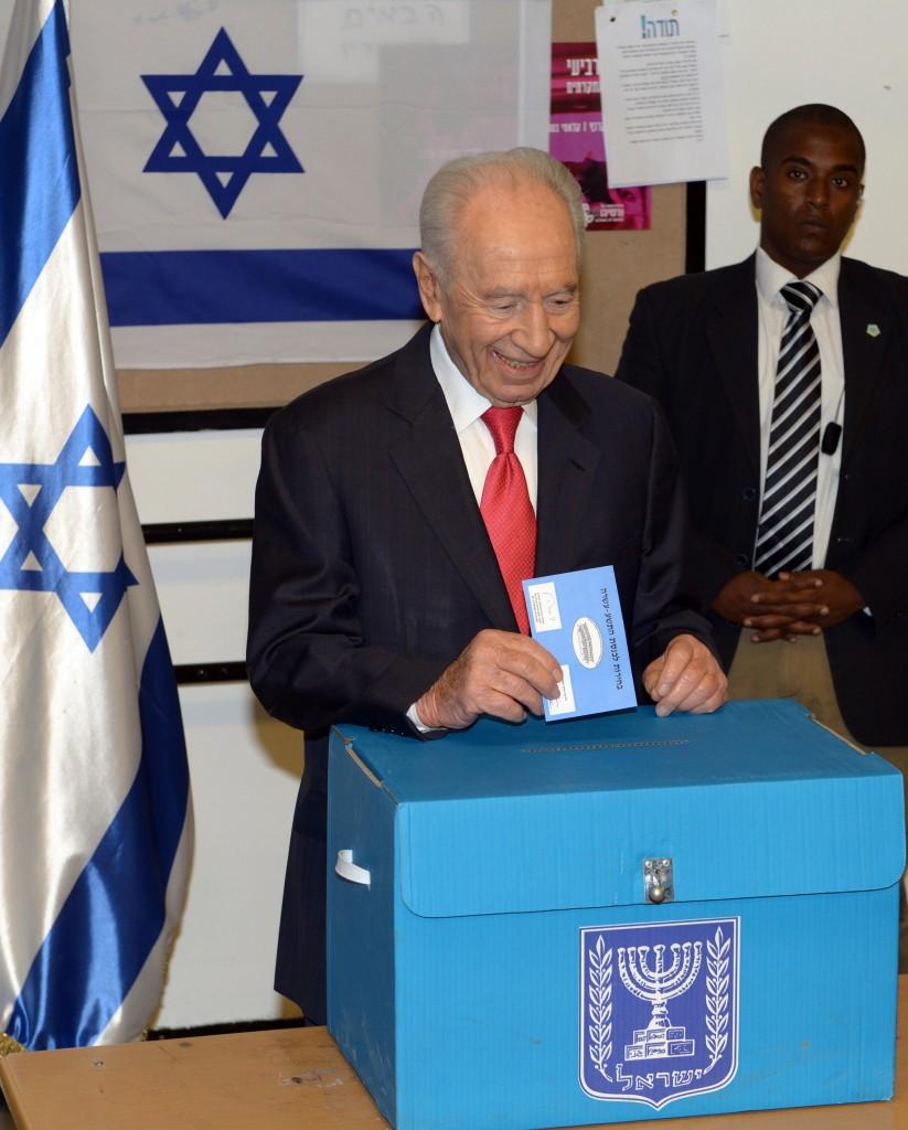 """""""בודאי שאני מתערב. הצבעתי!"""" שמעון פרס (צילום: משה מילנר/לע""""מ)"""