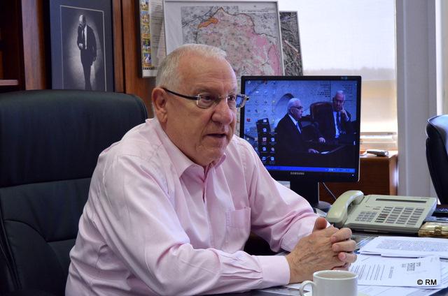 """יו""""ר הכנסת ריבלין מגנה את קריאות הגזענות בבית""""ר"""