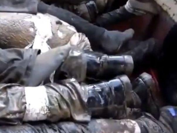 גופות של  100 צעירים סונים שנרצחו על ידי המשטר הסורי (מקור: יו טיוב)