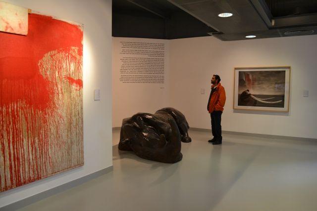 """קנטטה לשווארמה: ביקור בתערוכה """"בשר ודם"""""""