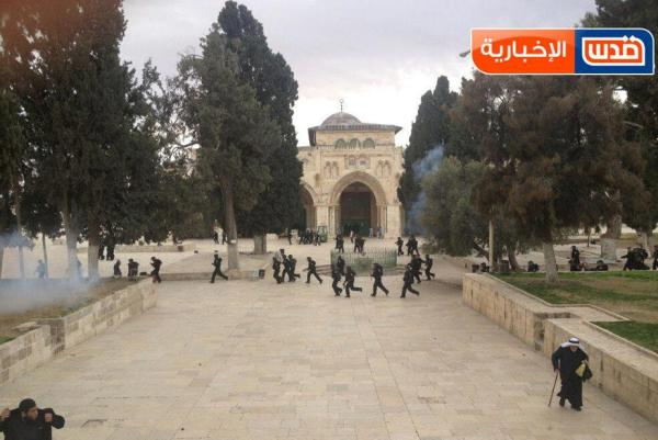 """מהומות בהר הבית אחרי התפילות היום (צילום: אתר """"שומרי אל אקצא"""")"""