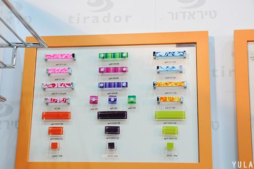 גם ידיות צבעוניות יוסיפו שימחה בנגיעת צבע קלה - חברת תיראדור. צילום: יולה זובריצקי