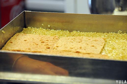 לקראת הכנה, מן המנות של טיירי מקס: מילפי לחם תבלינים עם מרמלדת תפוחים, ג'ינג'ר וקרם מסקרפונה (צילום: יולה זובריצקי)