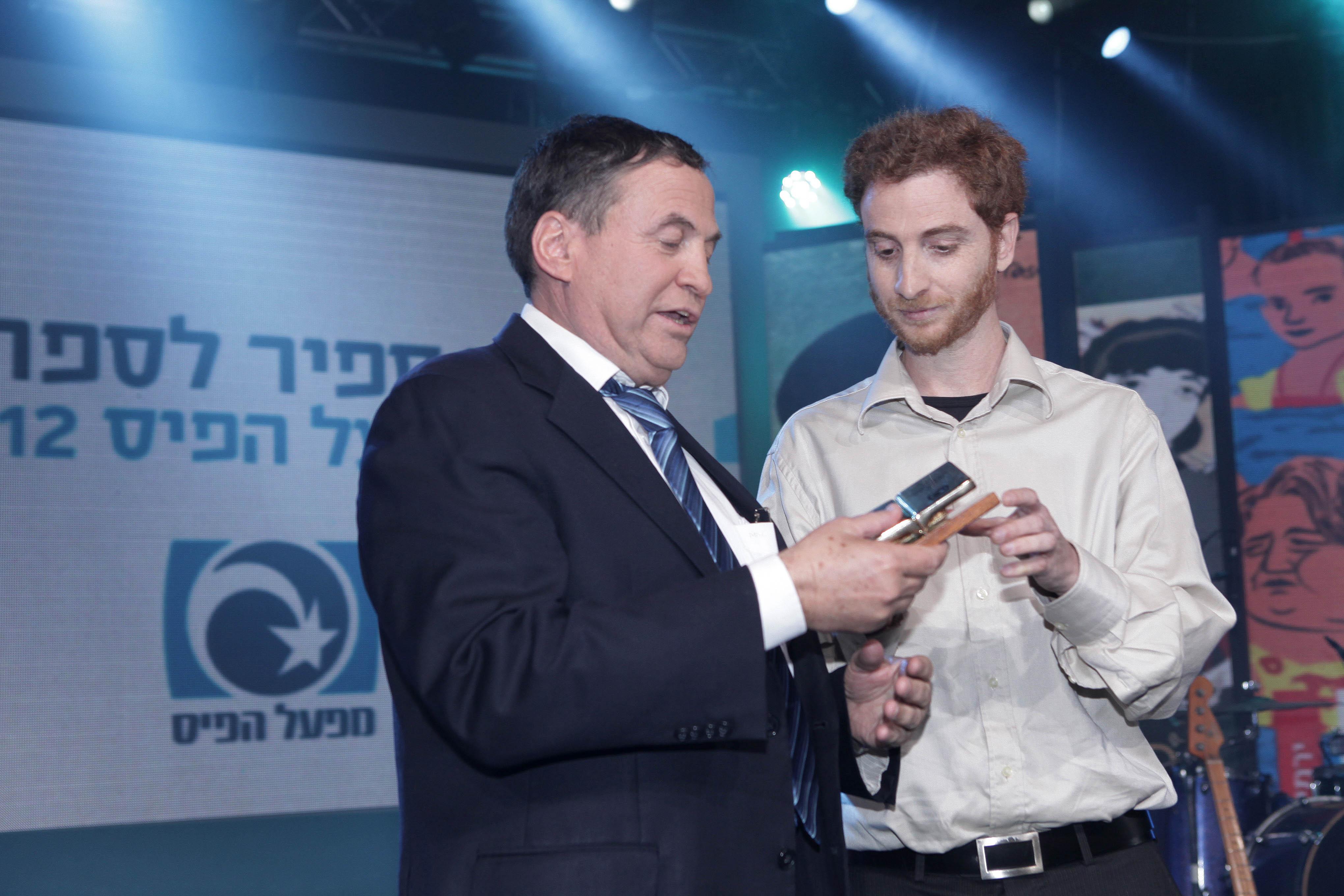 שמעון אדף - הזוכה בפרס ספיר לספרות של מפעל הפיס לשנת 2012