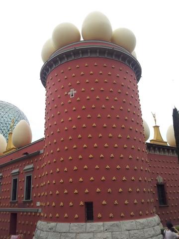 ביצים על הגג ולחם על הקירות. צילום: דניאל גארבר