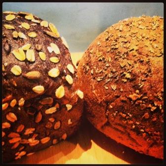 הנשיקה של הלחם (צילום: אסף דודאי)