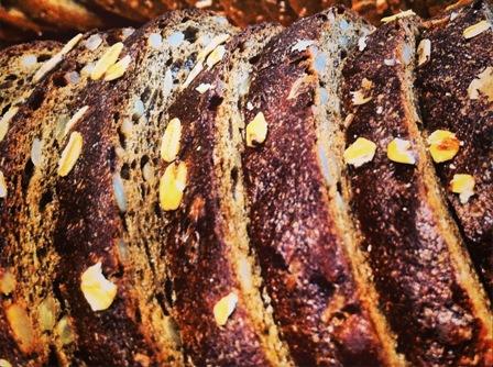 לחם מעושר בכל טוב (צילום: אסף דודאי)