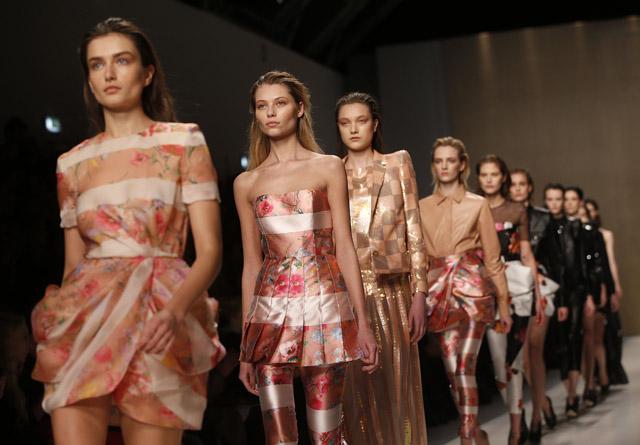 מתצוגת אופנה של בלו מרין. שבוע האופנה במילאנו. צילום: רויטרס