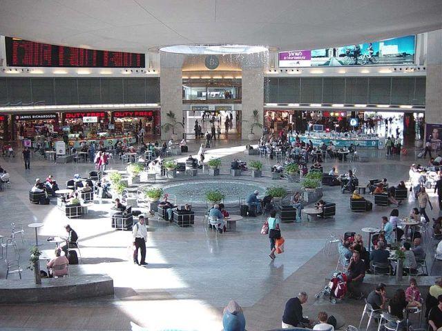 """הרחבה המרכזית בטרמינל 3 בנתב""""ג. תנועת נוסעים טובה בפסח. צילום: ויקיפדיה"""
