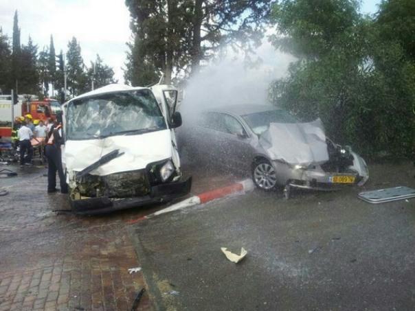 ששה נהרגו בתאונה עם משאית בנשר