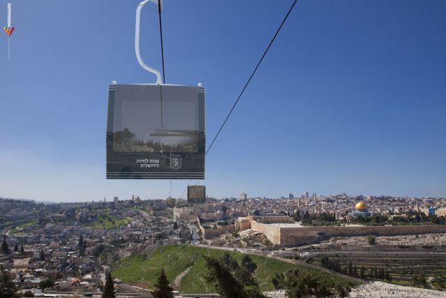 הרכבל שיחבר את העיר עם הכותל המערבי והר הזיתים.  יוכל להסיע  כ-4000-6000 נוסעים בשעה. (הדמיה: מור דגן)