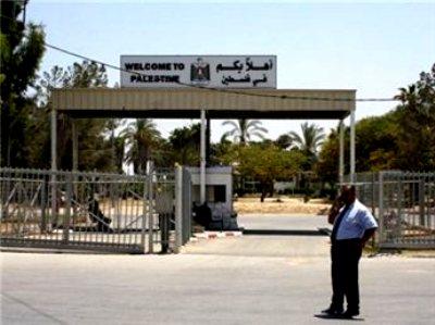 מאות פלסטינים ממתינים לפתיחת מעבר רפיח