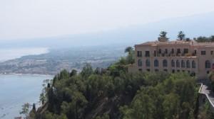 סיציליה. מהשנה שעברה הופעלו טיסות במתכונת מקוצרת, שזכתה להצלחה רבה בקרב הישראלים חובבי הנופשונים הקצרים