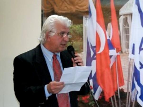 """מומו  עוז סיני, יו""""ר התאחדות יוצאי טורקיה בישראל לשעבר (צילום משפחתי)"""