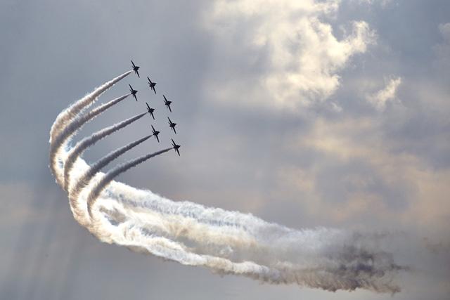 יום כיף עם יחידת ה- Red Arrows של חיל האוויר המלכותי הבריטי. צילום: MERCEDES AMG PETRONAS