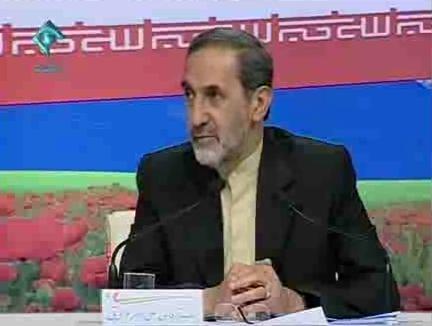 המועמד לנשיאות עלי-אכבר ולאיתי בעימות הטלוויזיוני (צילום מן הטלוויזיה האיראנית)