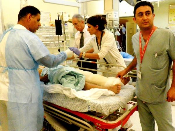 הפצוע ה-50 מובא היום לטיפול בחדר הטראומה (צילום: חנה ביקל)