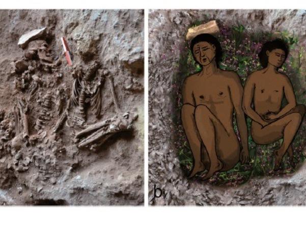 משמאל: צילום שני שלדים, של אדם בוגר (משמאל) ושל מתבגר (מימין), שנמצאו במערת רקפת. צילום: אלי גרשטיין, אוניברסיטת חיפה. מימין: שחזור הקבורה הכפולה על מצע של פרחים וצמחים