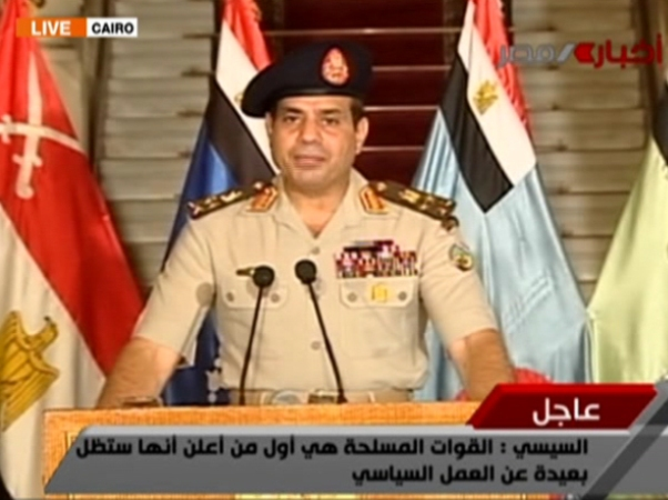 גנרל א-סיסי מודיע על הדחת מורסי (מקור: אל ג'זירה)