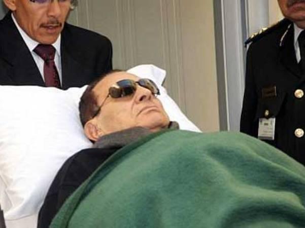 מובארק שוחרר מהכלא והועבר למעצר בית בבית חולים