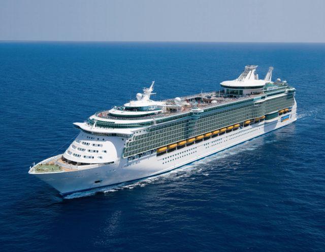 האוניה ליברטי של רויאל קריביאן. ספינות היוקרה הענקיות יכולות להכיל עד 6,000 נופשים בכל הפלגה