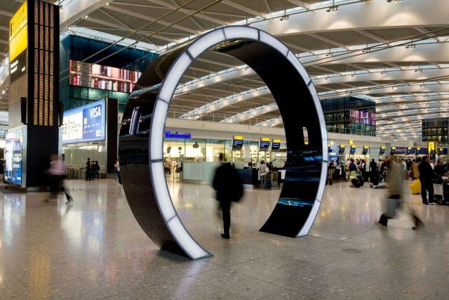 """בטרמינל מספר 5 בנמל התעופה הית'רו זכה לתואר """"טרמינל התעופה הטוב ביותר"""" זו השנה השנייה ברציפות,  בתחרות שדות התעופה העולמית של חברת SKYTRAX. (צילום: בריטיש איירוויס)"""
