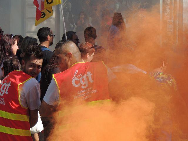 המחאה החברתית מתחדשת - הצרפתים יוצאים לרחובות