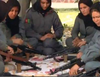נשים אפגניות בקורס הכשרה למשטרה