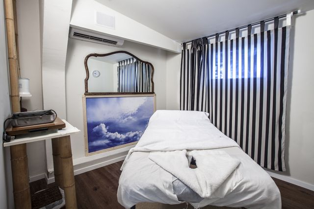 חדר טיפולים בווילה ספא בתל אביב. חמישה חדרי טיפולים וחצר