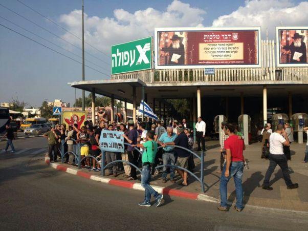 הפגנה בעפולה לאחר הפיגוע (צילום: אוריאל, קבוצת תקשורת שומרון)