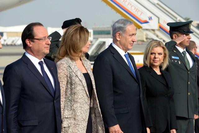 """""""עד שלא נהיה בטוחים שאיראן אינה מפתחת נשק גרעיני, לא נעצור את הסנקציות"""". נשיא צרפת וראש הממשלה עם נשותיהם (צילום: אבי אוליון/לע""""מ)"""