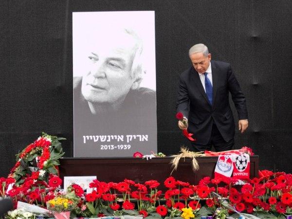 ראש הממשלה נפרד בכיכר (צילום: דן בר דוב)