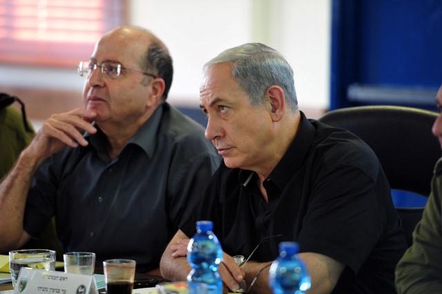 נתניהו ויעלון בביקור באוגדת עזה (צילום: אריאל חרמוני/משרד הביטחון)