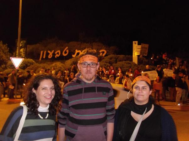 שלושת המורים שיזמו את המחאה: מימין לשמאל - סיגל וייס, אורי לנדסברג וניצן בן זאב (צילום: נעה שפיגל)