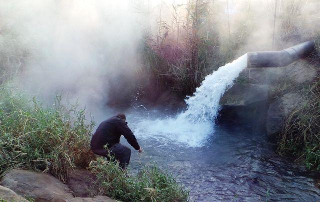 מעיינות סודיים של מים חמים במהלך טיול הספארי מנופי גונן. (צילום: באדיבות נופי גונן)