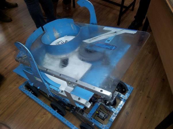 יודע להשליך פריזבי. הרובוט שנבנה בשנה שעברה