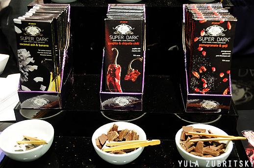 Vosges שוקולד עם אחוזי קקאו גבוהים ותיבלים של פלפל,בננה ויש גם פטריות. צילום : יולה זובריצקי