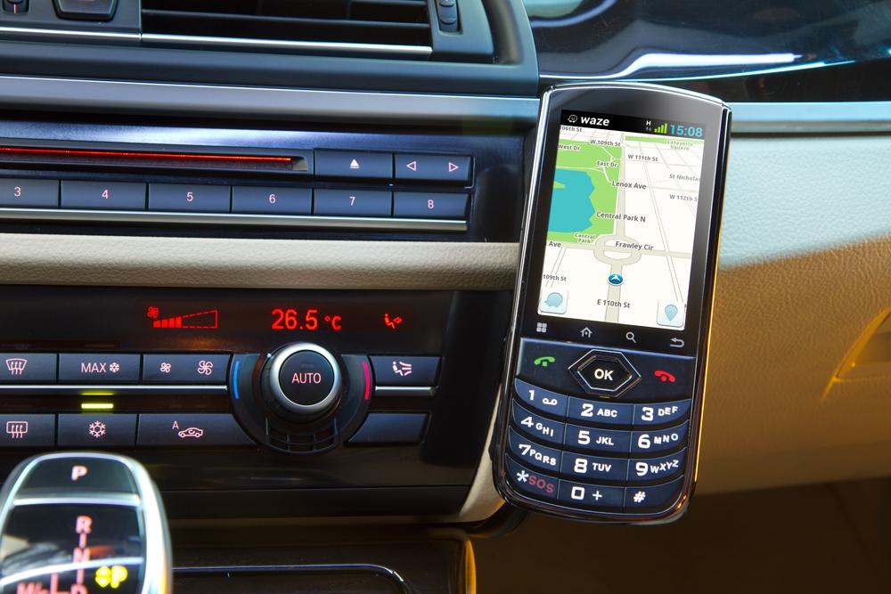 חדש: מערכת למניעת תאונות משולבת בסמארטפון לרכב