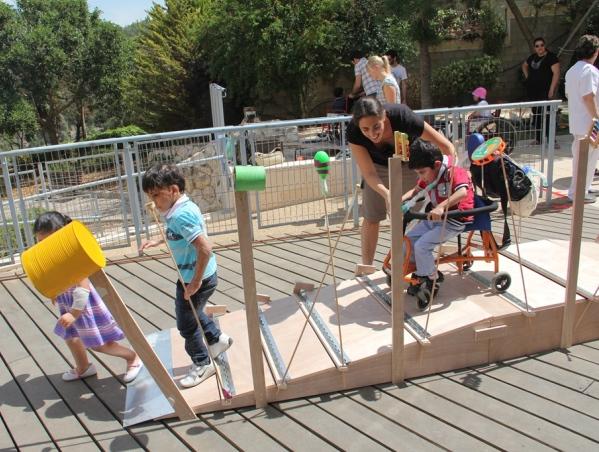 גן שעשועים לילדים עם מוגבלויות