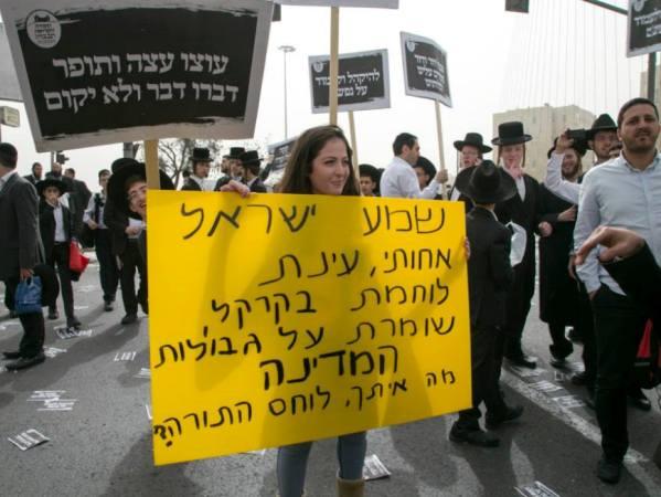 קול בודד נגד מאות האלפים (צילום: דן בר דוב)