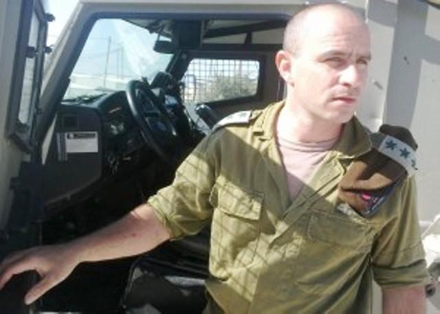 """מח""""ט השומרון ליד הג'יפ המנוקב (צילום הקול היהודי)"""