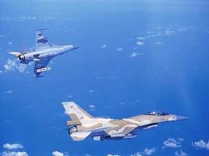 צמד מטוסי F16 בתרגול (צילום: ביטאון חיל האוויר)