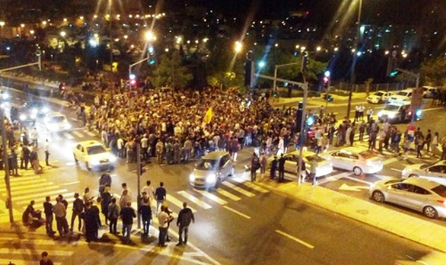 תחילת האירוע - חוסמים את הצומת בפני המפגינים (צילום מסך)