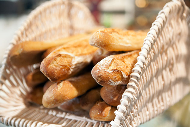 אם אין לחם, תאכלו בגט