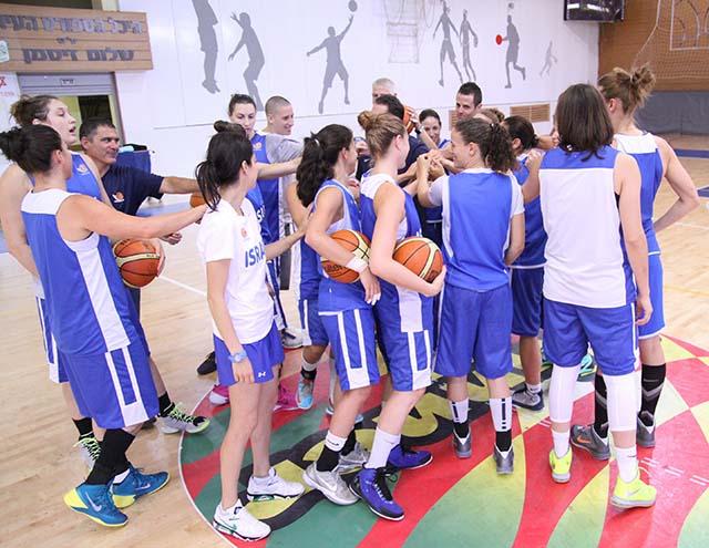 הנבחרת באימונים. צילום: אלונה חליוא, איגוד הכדורסל