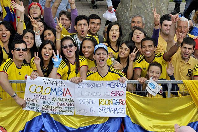 יש לקולומביאנים (המדינה ממנה הגיעו הכי הרבה רוכבים לג'ירו השנה) אוהדים רבים. צילום: Marco Alpozzi / LaPresse