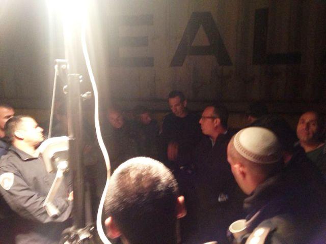 המפגש בין כוחות המשטרה לבעלי העסקים , חלקם נמלט ולא אותר
