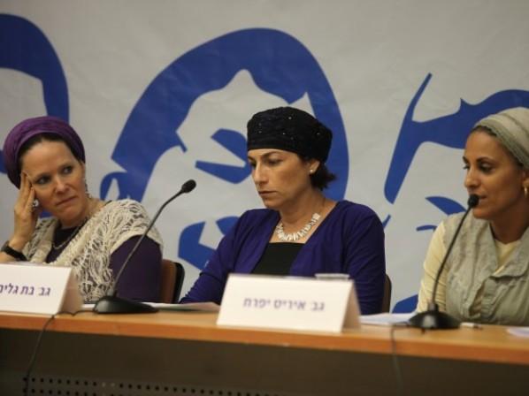 אמהות החטופים בכנסת (צילום: דוברות הכנסת)